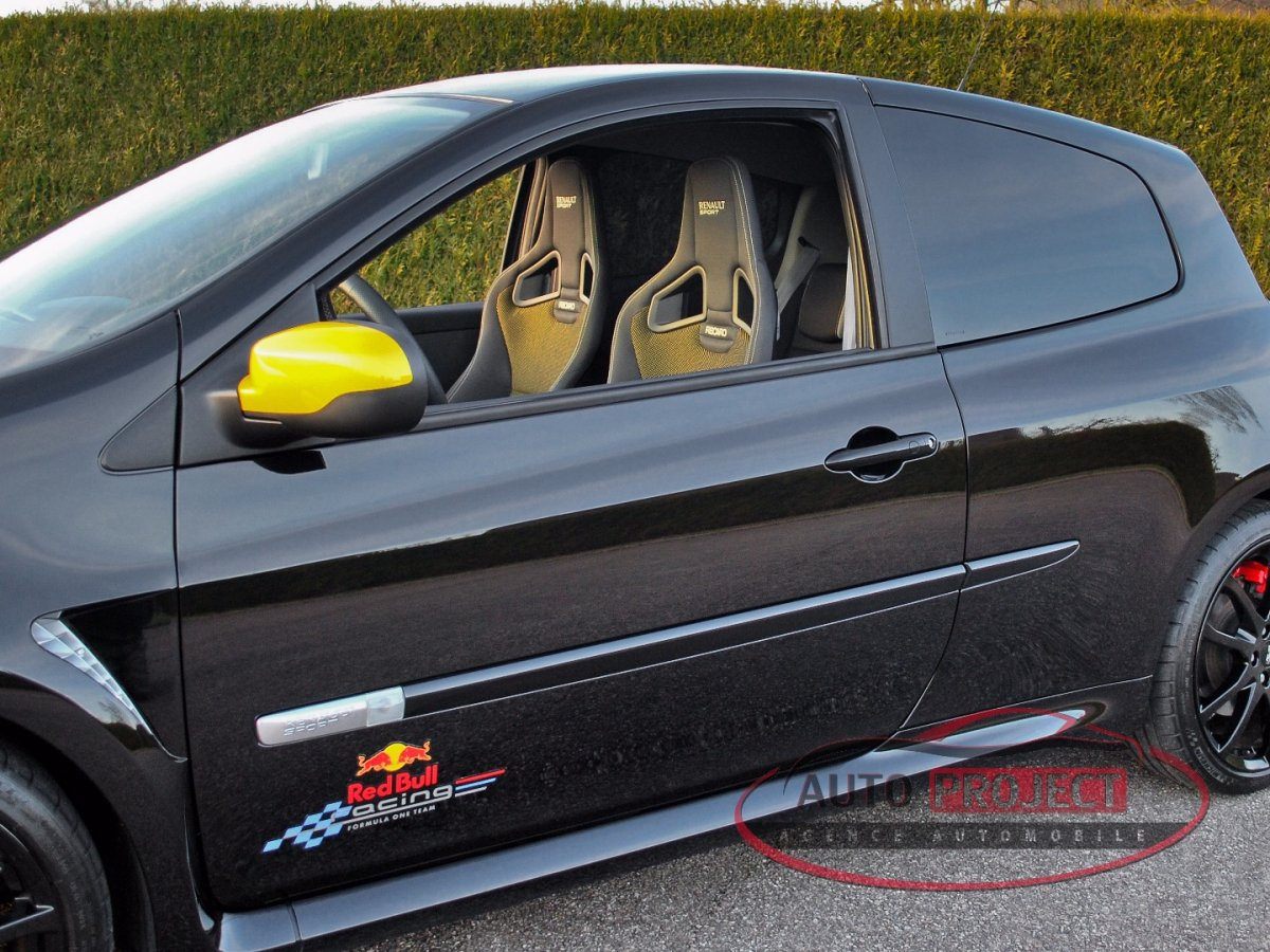 renault clio iii 2 0 16v 203 rs red bull racing rb7 n 024 voiture d 39 occasion disponible auto. Black Bedroom Furniture Sets. Home Design Ideas
