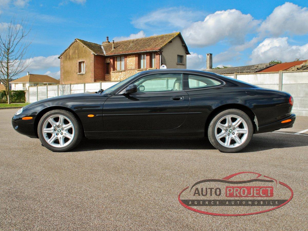 jaguar xk8 coupe 4 0 v8 294 voiture d 39 occasion louviers 27400 auto project agence. Black Bedroom Furniture Sets. Home Design Ideas