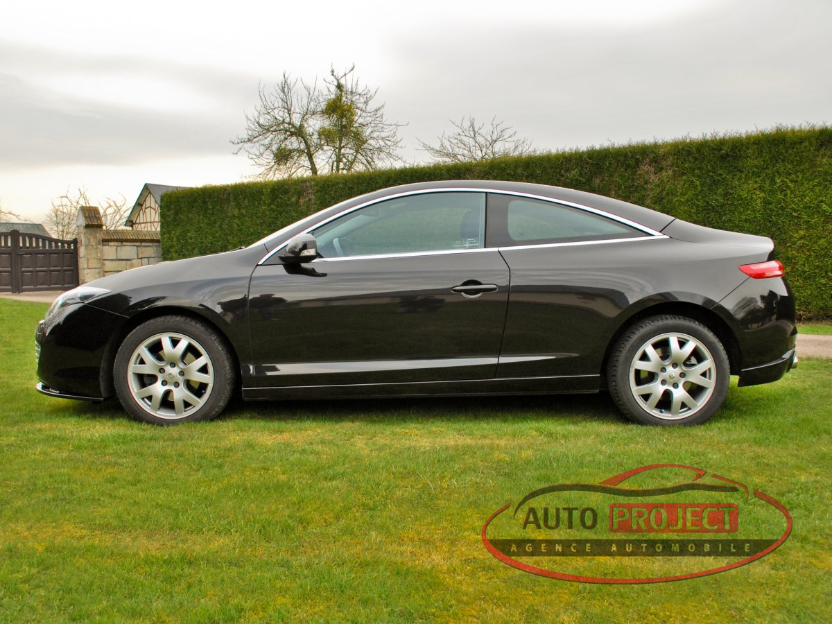 renault laguna iii coupe 2 0 dci 150 black edition voiture d 39 occasion saint meslin du bosc. Black Bedroom Furniture Sets. Home Design Ideas