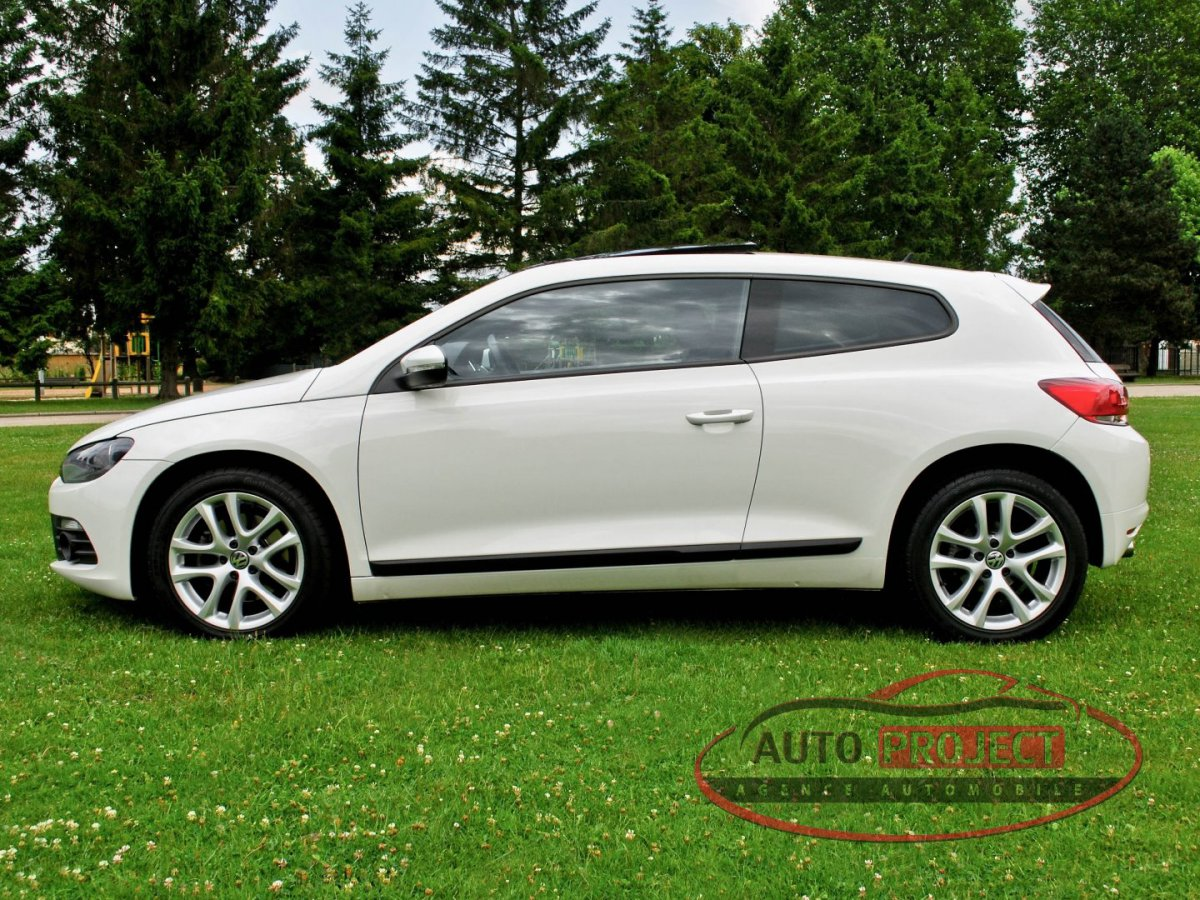 volkswagen scirocco iii 2 0 tdi 170 fap carat voiture d 39 occasion saint etienne du vauvray. Black Bedroom Furniture Sets. Home Design Ideas